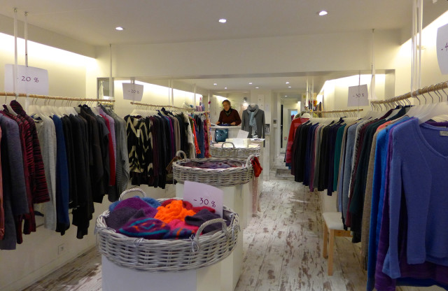 La Boutique Extraordinaire, rue Charlot, where I found two beautiful hand-knit sweaters.
